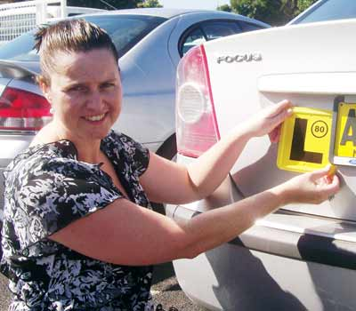 Mel Suitor showing how to correctly display an L plate