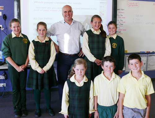 Adrian Piccoli with Stage 3 students from St Josephs Condobolin who are learning about the political system in Australia.