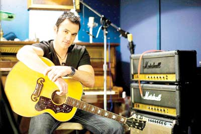 Shannon Noll is just about to release a brand new single titled 'Turn Me On'.