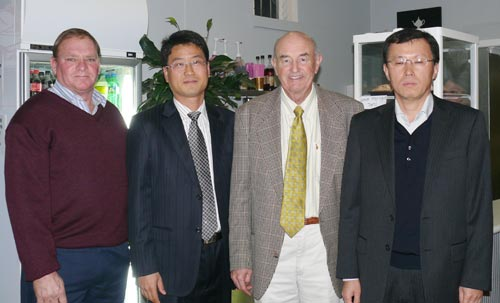 L-R: Local business owner David Carter, Mr Pan, Lachlan Shire Mayor Des Manwaring and Mr Jung.  DG.