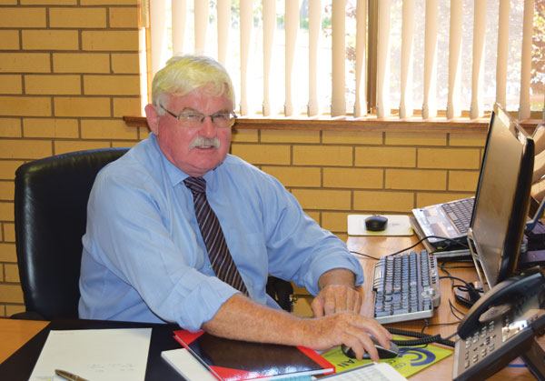 Veteran Council manager Alan McCormack has come out of retirement to take on the position of General Manager at the Lachlan Shire Council as of last Monday.